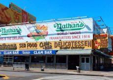 Nathan's Famous ©Voy a NYC