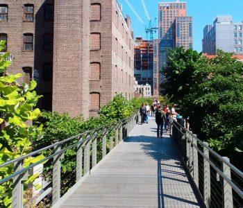 Pasear por el High Line, un parque en las alturas