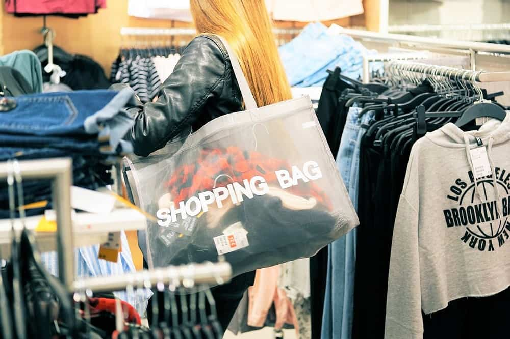 ... lo que debes hacer es ir a un Outlet y muy próximo a NYC hay un centro  comercial ideal para un shopping a lo loco ad9f48f2d42c4