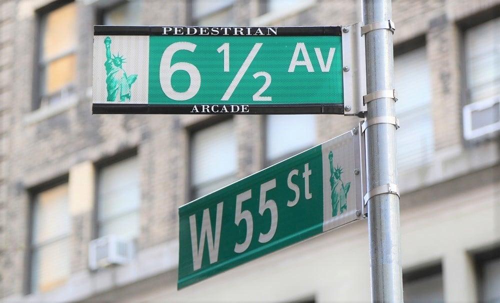 Señal de la Avenida 6 y 1/2 en Manhattan